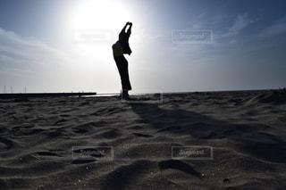 女性のシルエットの写真・画像素材[724710]