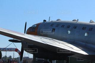 滑走路に大きい飛行機の写真・画像素材[719528]