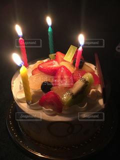 キャンドルとバースデー ケーキの写真・画像素材[719733]