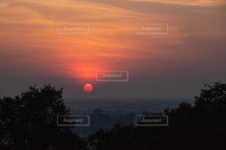 カンボジア プノンバケンの夕日の写真・画像素材[1802025]