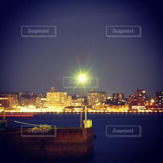 夜の街の景色の写真・画像素材[987048]