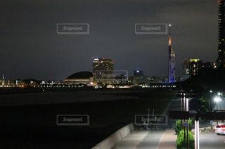 夜の街の景色の写真・画像素材[1463139]