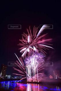 空に花火の写真・画像素材[724494]