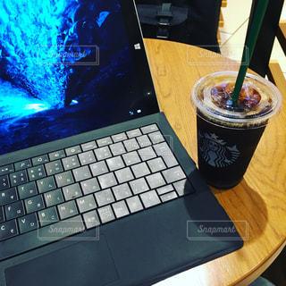 カフェで仕事 Surface - No.721333
