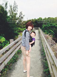 画像のポーズの女の子の写真・画像素材[744797]