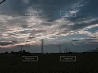 曇りの日に空の雲の写真・画像素材[722395]