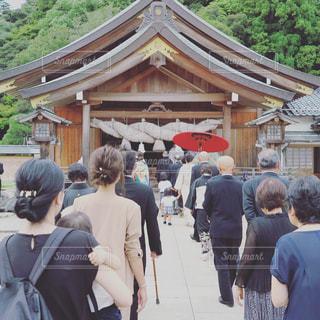 結婚式へ向かう親族の列の写真・画像素材[723029]