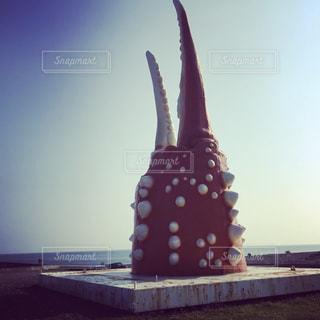 大きな蟹爪のモニュメント。の写真・画像素材[723776]