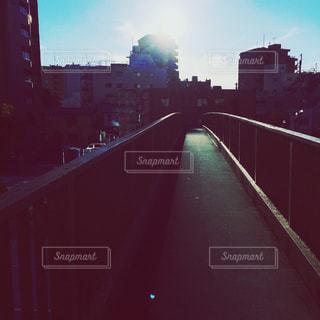 背景の橋と都市の景色の写真・画像素材[724776]