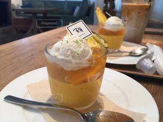 テーブルの上のコーヒー カップ - No.749174