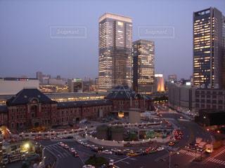 東京駅前の夜景の写真・画像素材[725788]