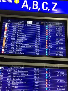 外国の空港の電光掲示板の写真・画像素材[726364]