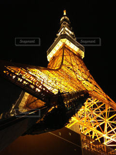 ライトアップされた東京タワーを見上げるの写真・画像素材[726417]