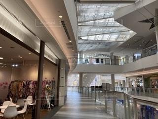 さびれたショッピングセンターの写真・画像素材[2500186]
