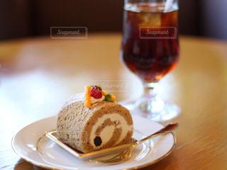 紅茶のロールケーキの写真・画像素材[833596]