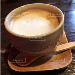 テーブルの上のコーヒー カップ - No.818606