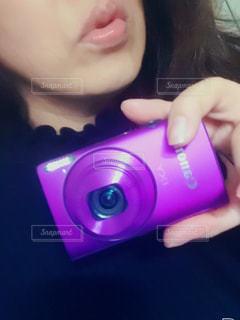 カメラを持って自撮りの写真・画像素材[1508560]