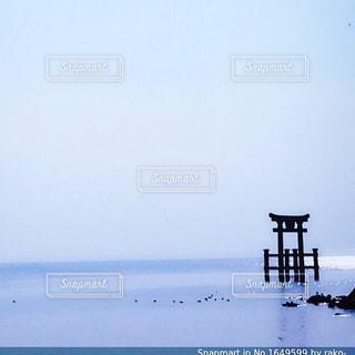 琵琶湖に立つ鳥居⛩の写真・画像素材[1649608]