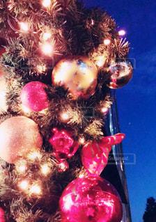 夜空とクリスマス飾りの写真・画像素材[1653653]
