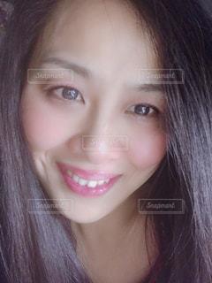 優しく微笑むの写真・画像素材[2003927]