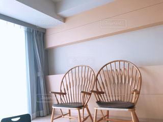 お洒落な椅子の写真・画像素材[2377601]
