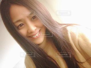 優しい笑顔の女性の写真・画像素材[2829730]
