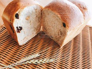 手作りクルミレーズン食パンの写真・画像素材[3012385]