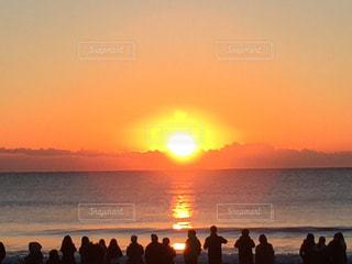 海での初日の出の写真・画像素材[727369]