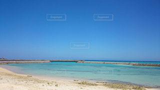 海の横にある砂浜のビーチの写真・画像素材[1205736]