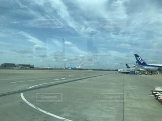 成田空港で見かけたエアバスの新しい機体の写真・画像素材[2174756]