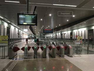 シンガポールの地下鉄駅の写真・画像素材[2206682]