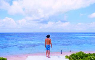 ビーチに立っている人 - No.727837