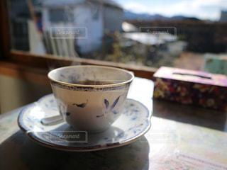 テーブルの上のコーヒー カップの写真・画像素材[1007202]