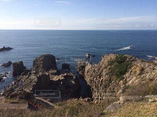 崖の向こうは海の写真・画像素材[743783]
