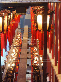 香港セントラルにある寺院の灯篭の写真・画像素材[1274672]