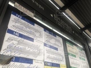 路線バスのバス停@韓国ソウルの写真・画像素材[2551113]