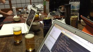 和室でビール飲みながら開発合宿の写真・画像素材[730319]