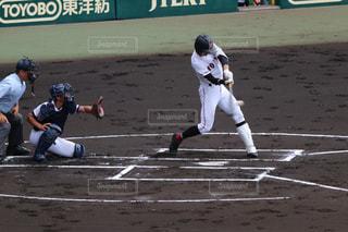 男の野球のゲームをプレイの写真・画像素材[730428]