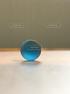 表の青いボールをトッピングの写真・画像素材[731530]