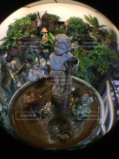 テーブルの上に食べ物のボウルの写真・画像素材[730956]