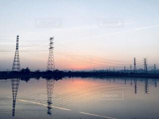 水鏡と夕暮れの写真・画像素材[1036033]