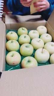 りんご届いたよ!の写真・画像素材[1036036]