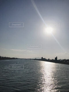 海と空と日差しの写真・画像素材[4105993]