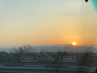 街に沈む夕日の写真・画像素材[1155562]