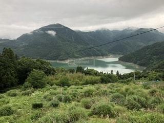 背景の山と水体の写真・画像素材[1291592]