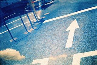 青空と駐車場の多重露光 - No.832065