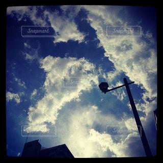 雲と空、時々街灯の写真・画像素材[733416]