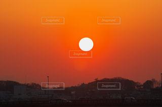 沈む夕陽に魅せられて。の写真・画像素材[784299]