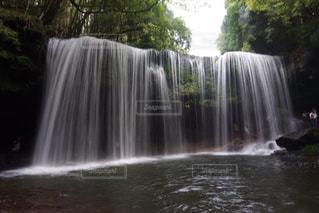 水の体に滝の写真・画像素材[734181]