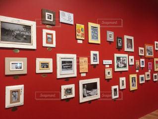 塗られた壁の赤と白の写真の写真・画像素材[734255]